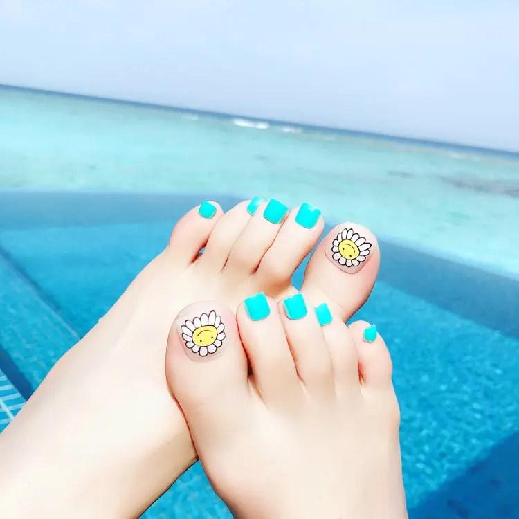 toe nail designs beach