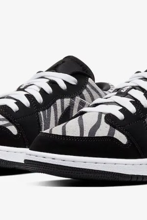 Air-Jordan-1-Low-Zebra-553560-057-02
