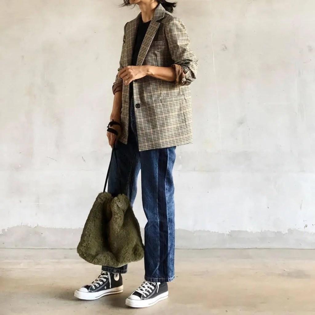 黒ハイカットスニーカー×チェックジャケット fall-sneaker-ladies-style9