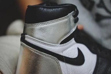 """ナイキ エアジョーダン 1 レトロ ハイ OG ウィメンズ """"シルバー トゥ"""" Nike-Air-Jordan-1-Silver-Toe-WMNS-CD0461-001-side3"""