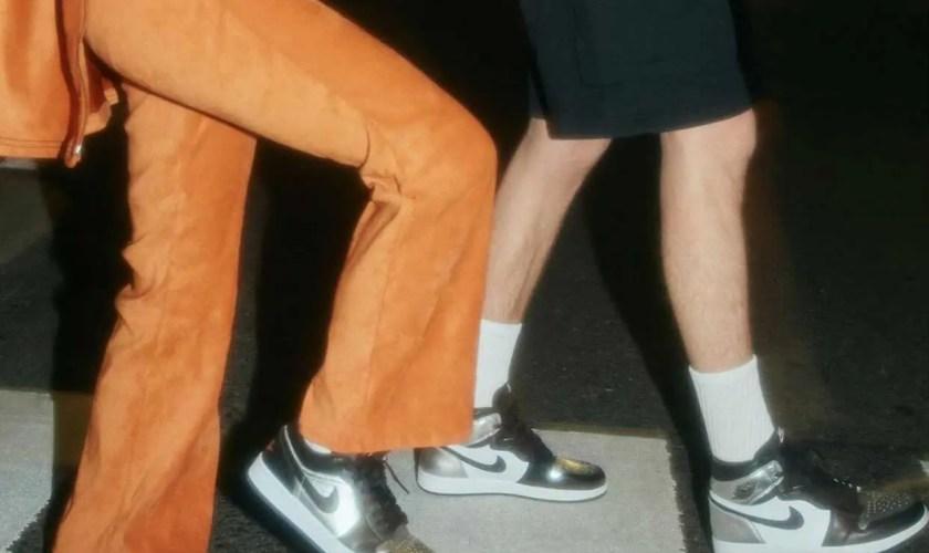 "Wmns Air Jordan 1 Low SE ""Silver Toe DA5551-001 Black/Metallic Silver-White main wearingWmns Air Jordan 1 Low SE ""Silver Toe DA5551-001 Black/Metallic Silver-White main wearing"