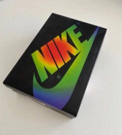 J バルヴィン ナイキ エア ジョーダン 1 コラボ レインボー J Balvin Nike Air Jordan 1 High DC3481-900 box