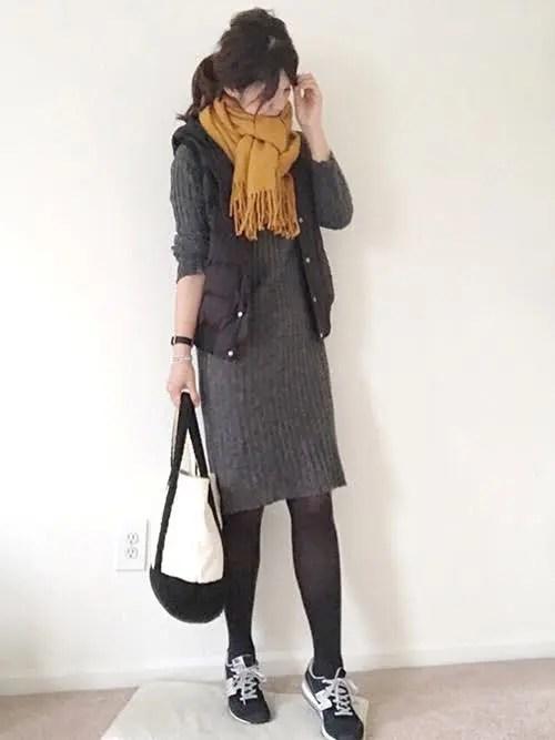 黒スニーカー×ニットワンピ new-balance-ladies-sneakers-winter-styles-black-sneaker-with-knit-dress