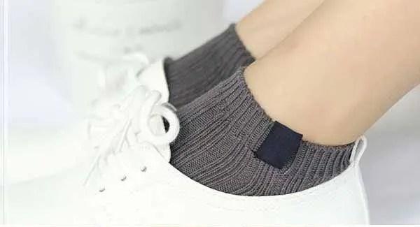 王道シンプル socks_sneakers_style_ideas-simple-socks
