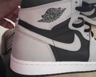 """ナイキ エア ジョーダン 1 ハイ OG """"シャドウ 2.0 Nike-Air-Jordan-1-High-OG-Shadow-2.0-555088-035-side-heel-closeup"""