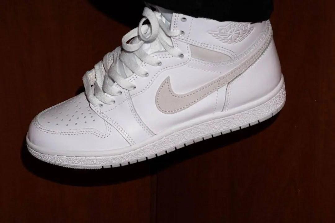 """Nike Air Jordan 1 High '85 """"Neutral Grey"""" / ナイキ エアジョーダン 1 ハイ 85 """"ニュートラルグレー"""" BQ4422-100 wearing image white"""