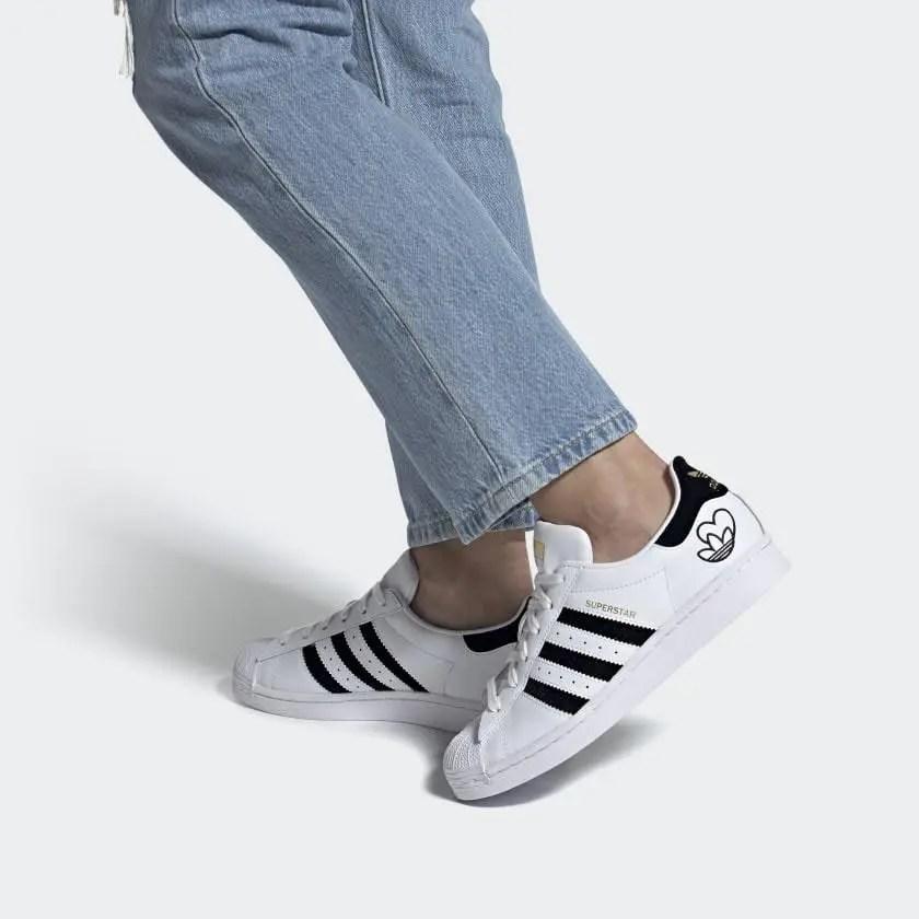 """アディダス スーパースター """"ハートロゴ"""" Superstar_Shoes_White_FY4755_1-style"""