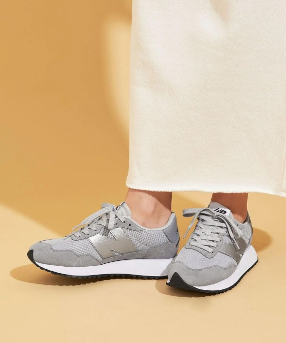 ニューバランス WS237/ グレー New-Balance-WS237-Grey-on-feet-3