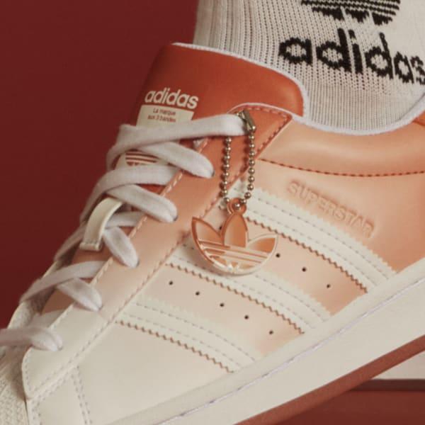 """アディダス ウィメンズ オリジナルス スーパースター """"ヘイジー コパー"""" adidas_Superstar_wmns_hazy-copper_GV7758-tag-chain"""