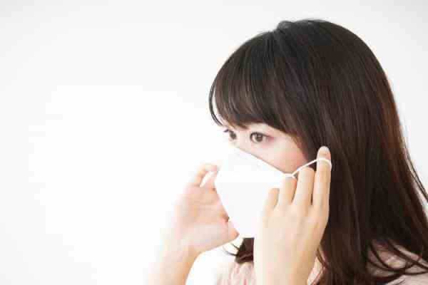 マスクを上下にずらさない masks-how-to-keep-makeup-stable