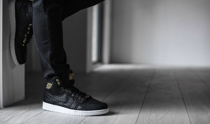 https://i1.wp.com/sneakerbardetroit.com/wp-content/uploads/2015/05/air-jordan-1-pinnacle-black-gold2-681x403.jpg