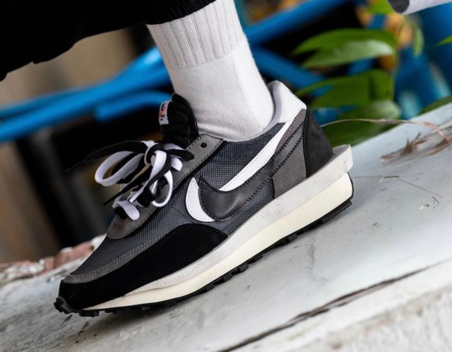Sacai Nike LDWaffle Black Anthracite White BV0073-001 Release Date On-Feet