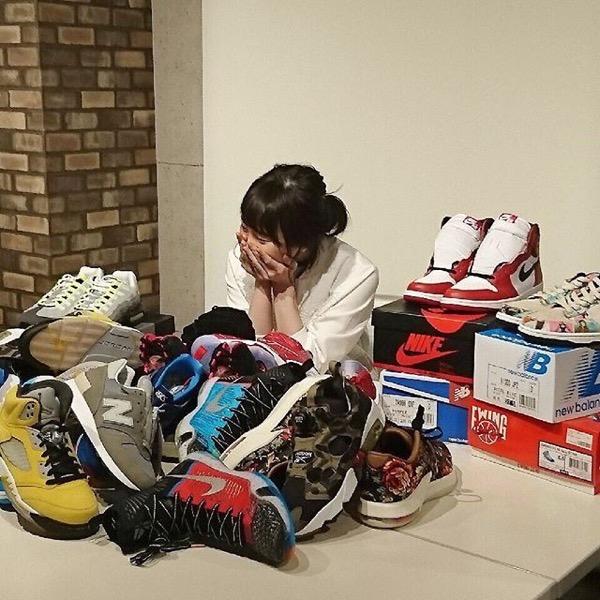松井玲奈 スニーカー女子