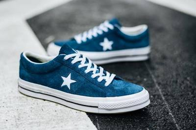Converse-One-Star-74-fragment-design-Blue-Lifestyle2.jpg