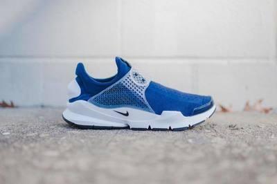 Nike_SockDart_NavyWhite_1024x1024.jpg