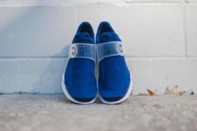 Nike_SockDart_NavyWhite_2_1024x1024.jpg