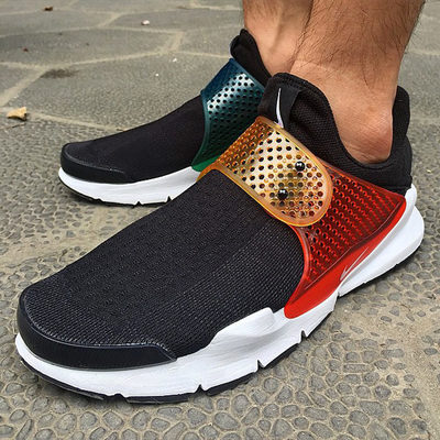 be-true-nike-sock-dart-02.jpg
