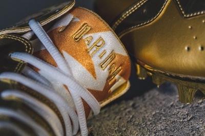 charles-woodson-gold-air-jordan-7-cleats.jpg