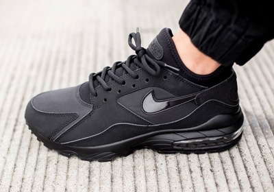 nike-air-max-93-blackout-03.jpg