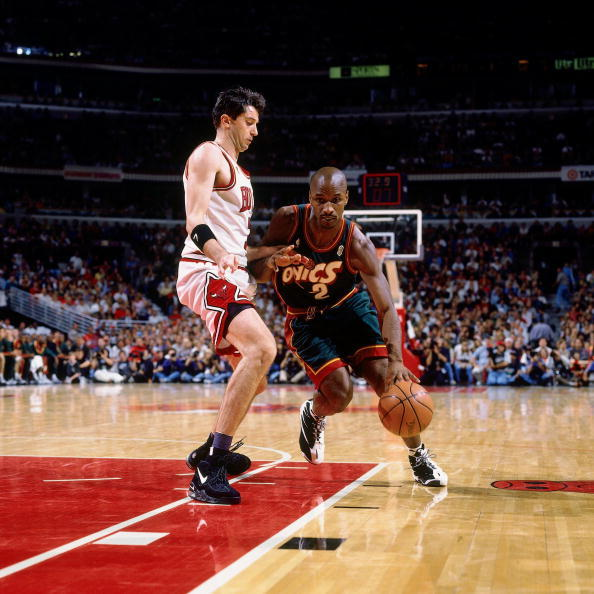 Toni Kukoc of the Bulls wearing Air Max Uptempo, Vincent Askew of the Sonics wearing Reebok The Blast - Image via Getty
