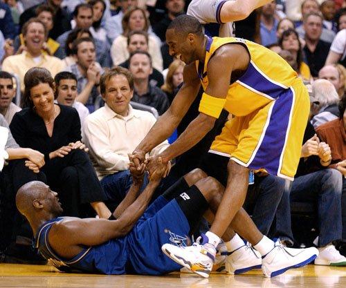 Jordan wearing XVIII, Kobe wearing Laker Retro 8 PE