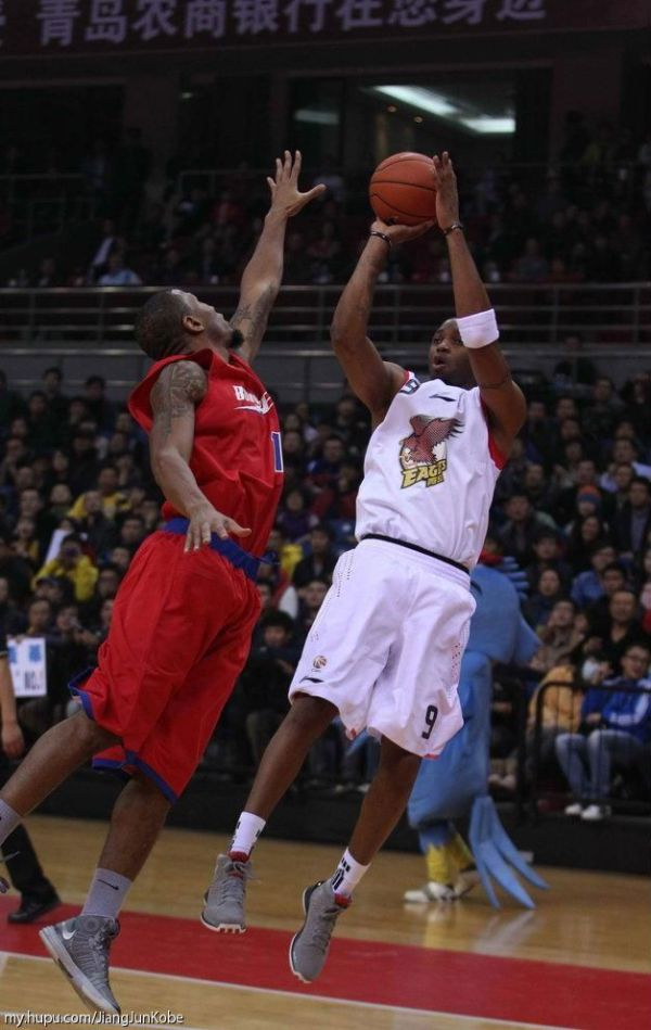 Tracy McGrady wearing the adidas Rose 3 in China in 2012