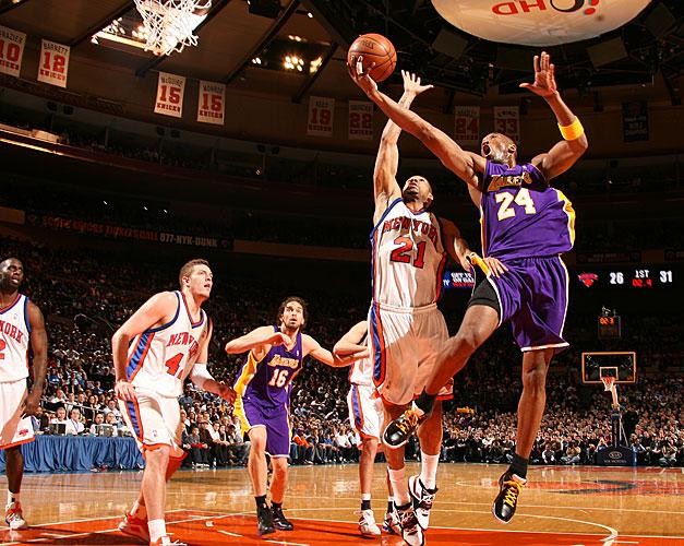 """Kobe Bryant Fingerroll in Nike Zoom Kobe IV """"Del Sol"""""""