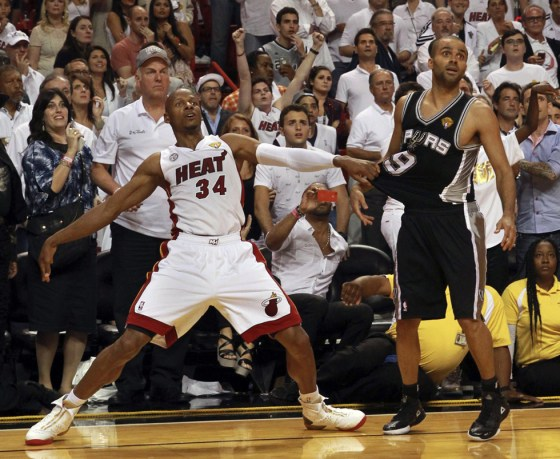 Ray Allen in Air Jordan XX8 P.E., Tony Parker in PEAK