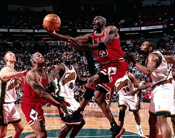 michael-jordan-air-jordan-11-playoffs-01