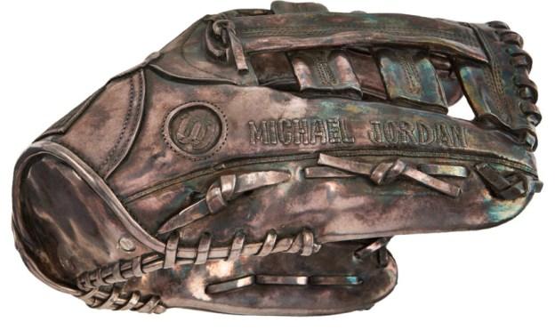 michael-jordan-silver-glove