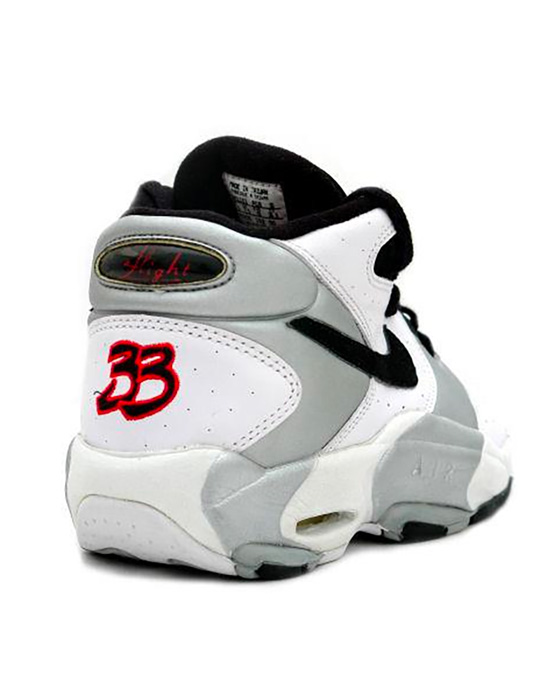 The back of the Nike Air Up Scottie Pippen PE with #33 on the heel.