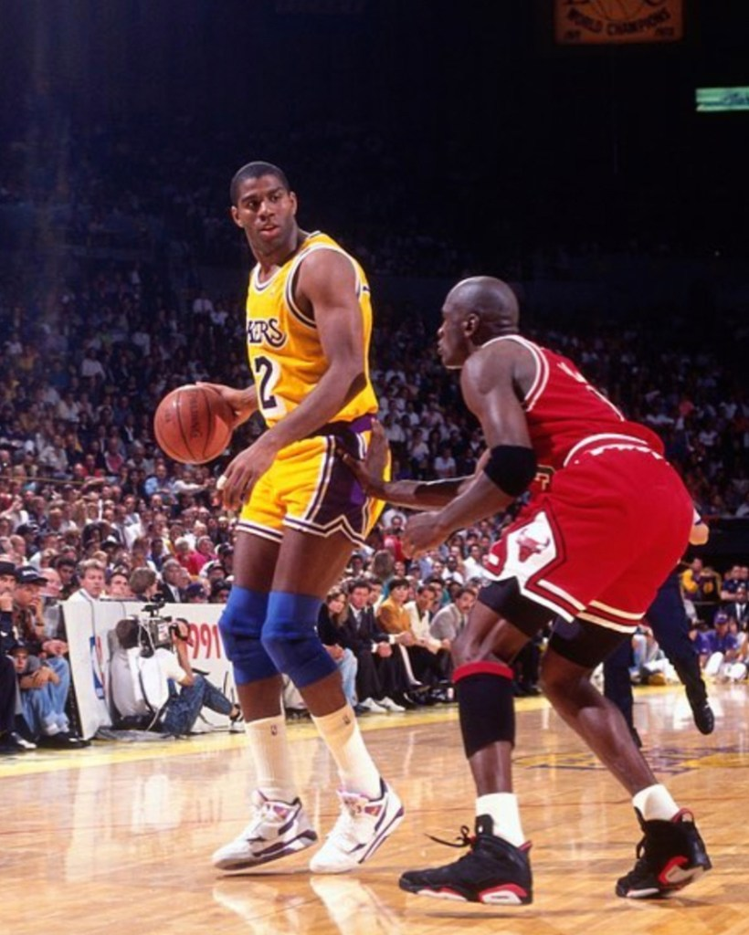 Michael Jordan wearing the Air Jordan 6 Black/Infrared against Magic Johnson - Chicago Bulls Sneakers