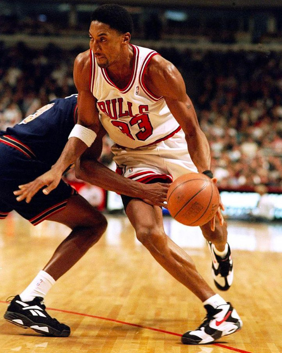 Scottie Pippen wearing the Nike Air Up 'Chicago'