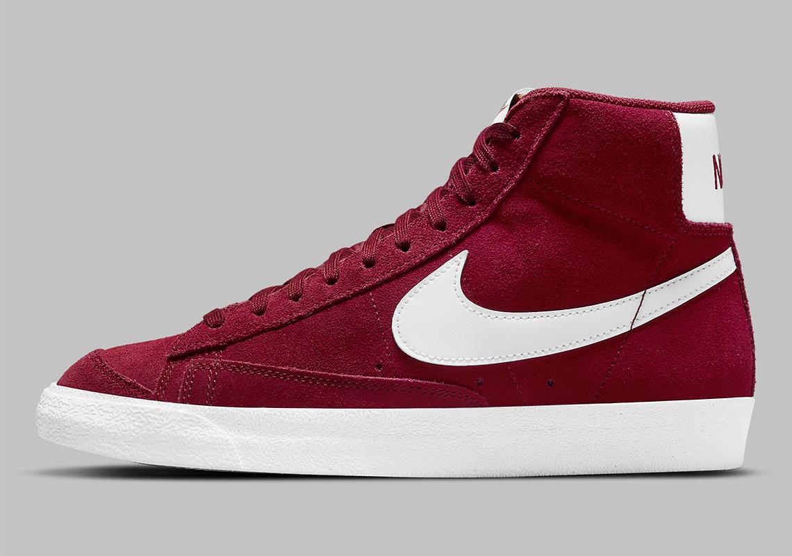 La Nike Blazer Mid '77 obtient un simple daim