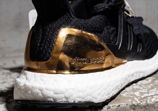 adidas-ultra-boost-silver-gold-heel-6