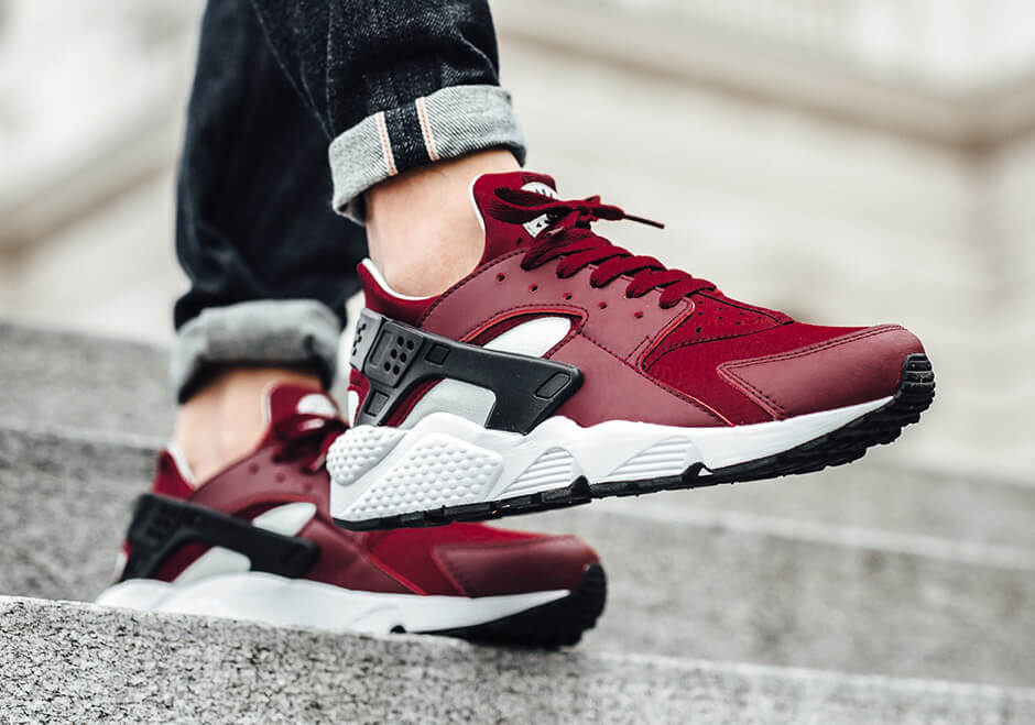nike-air-huarache-retro-team-red-01