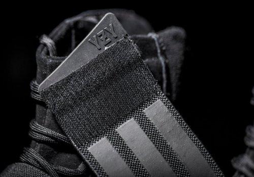 adidas-originals-triple-black-yeezy-boost-750-7