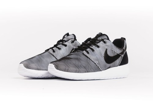 Nike-Roshe-Run-premium-plus-Black-White-Stripes-2