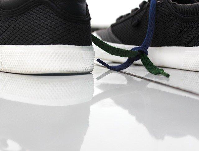 ナイキのスニーカーを靴紐、シューレースを変えるだけで、新鮮に!