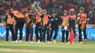 1491393899_sunrisers-hyderabad-srh-beat-rcb-ipl-2017