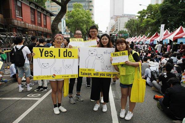 taiwan_marriage_activists_insert_courtesy_taiwan_tongzhi_hotline_association-600×400855530545477287178.jpg