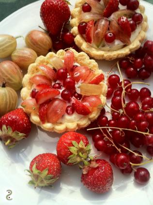 Redberries, cream, meringue in Switzerland http://wp.me/p3iY4S-kr
