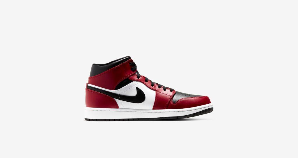 Air Jordan 1 Mid Chicago Black Toe Gym Red ราคา 4,200 บาท ขาย 16 พฤษภาคมนี้