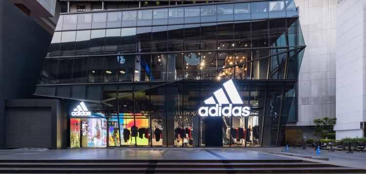 """อาดิดาส ประเทศไทย เปิดสาขาใหม่ใจกลางเมือง พบกับแลนด์มาร์คแห่งใหม่ของชาวสยามที่ """"adidas Brand Center SQ 1"""" ขนาดใหญ่บนพื้นที่สูง 3 ชั้น"""