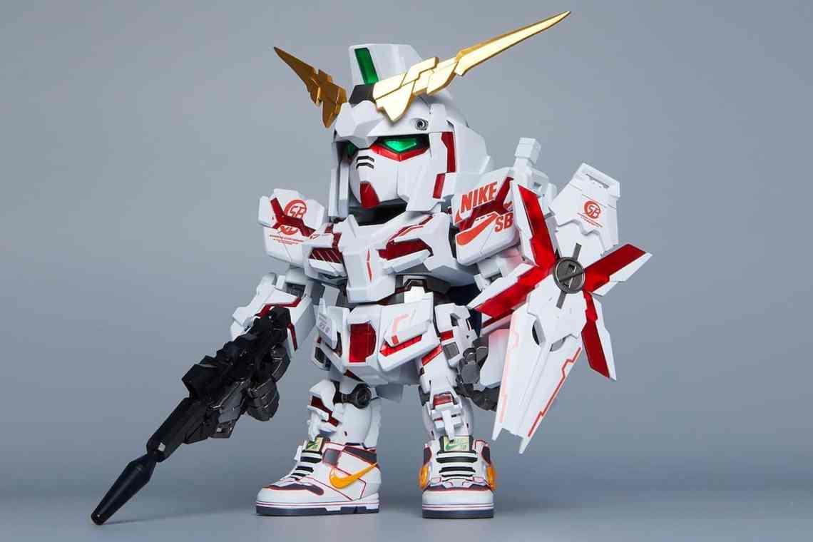 Nike SB x Gundam Dunk Figures