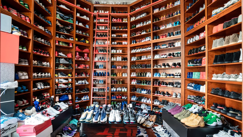 """Attendance of """"RICH MAN"""" with a collection of sneakers of the MOST TOP in the world"""