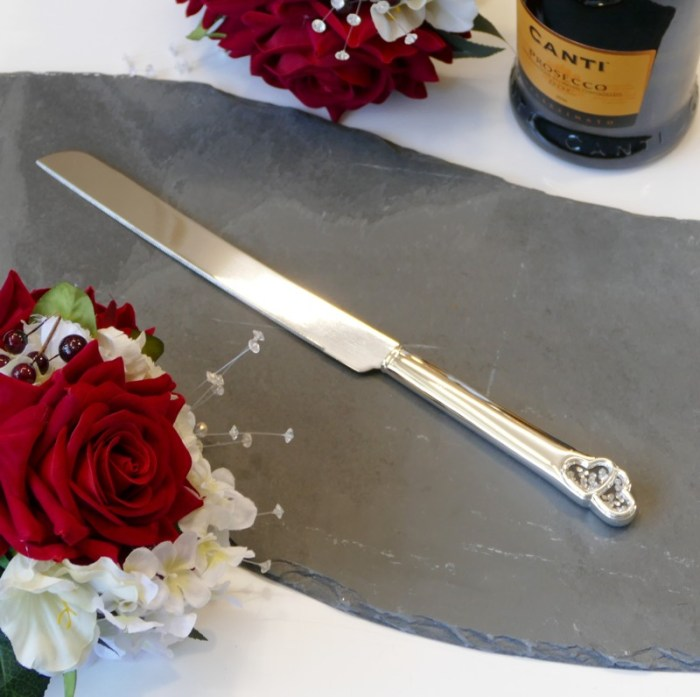 Heart cake knife with crystals