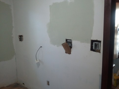 Counter height electric outlet