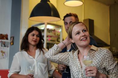 Sommelière Stephanie (re.), Tarterie-Chef Fabio und Winzerin Katharina