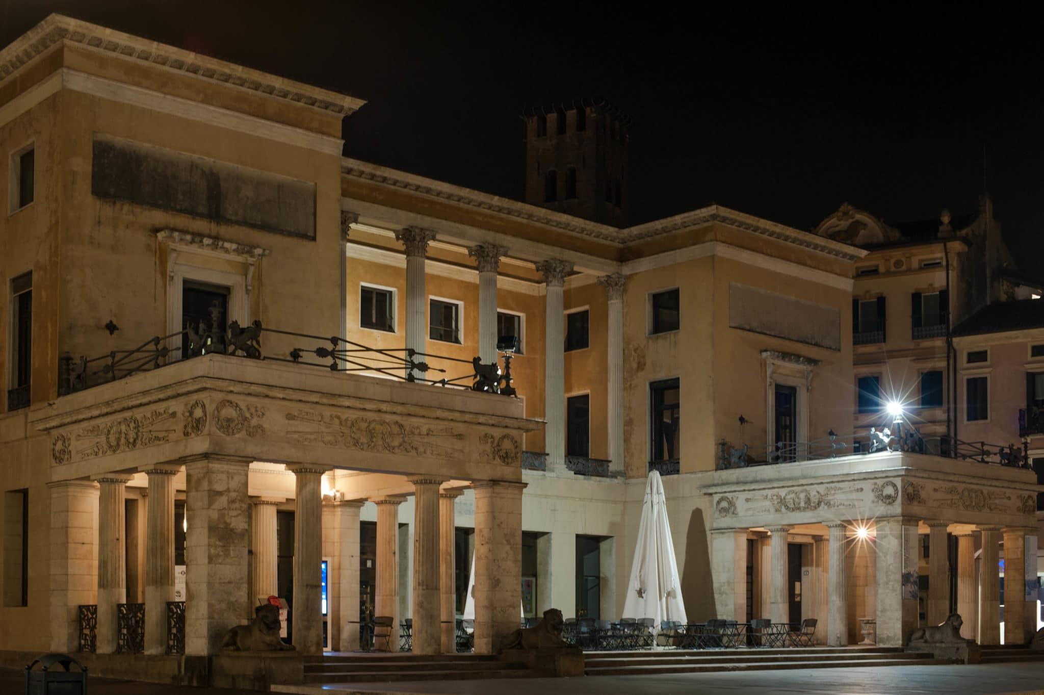 Nordeingang und Museum